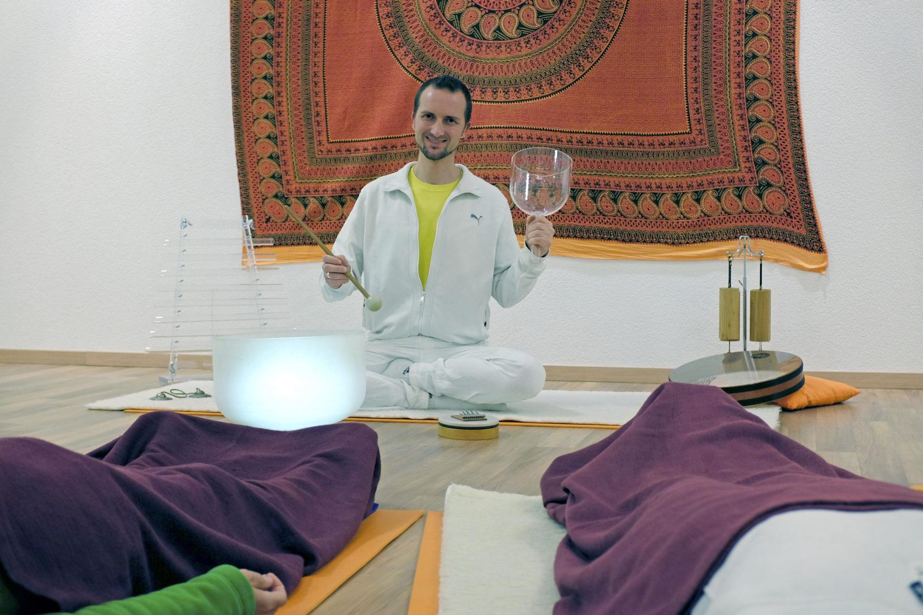 Sebastian Pfaar Klangreise Yogalehrer bei Satya Yoga in Besse