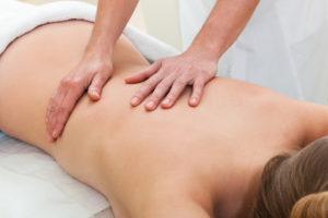 Massage Rücken im Satya Yoga Zentrum in Besse
