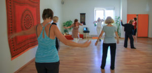 Tanzen im Satya Yoga Zentrum in Besse