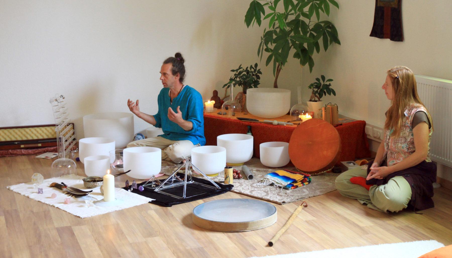 Gela und Oliver Hake Klangreise bei Satya Yoga in Besse
