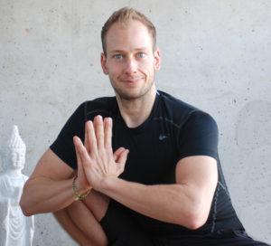 Reemt Bernert Namaste im Satya Yoga Zentrum in Besse
