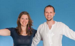 Sebastian und Tina Pfaar Willkomen heißen bei Satya Yoga in Besse