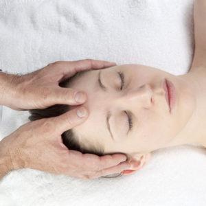 Kopfmassage im Satya Yoga Zentrum in Besse
