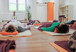 Sebastian Pfaar Tiefenentspannung Yogalehrer bei Satya Yoga in Besse