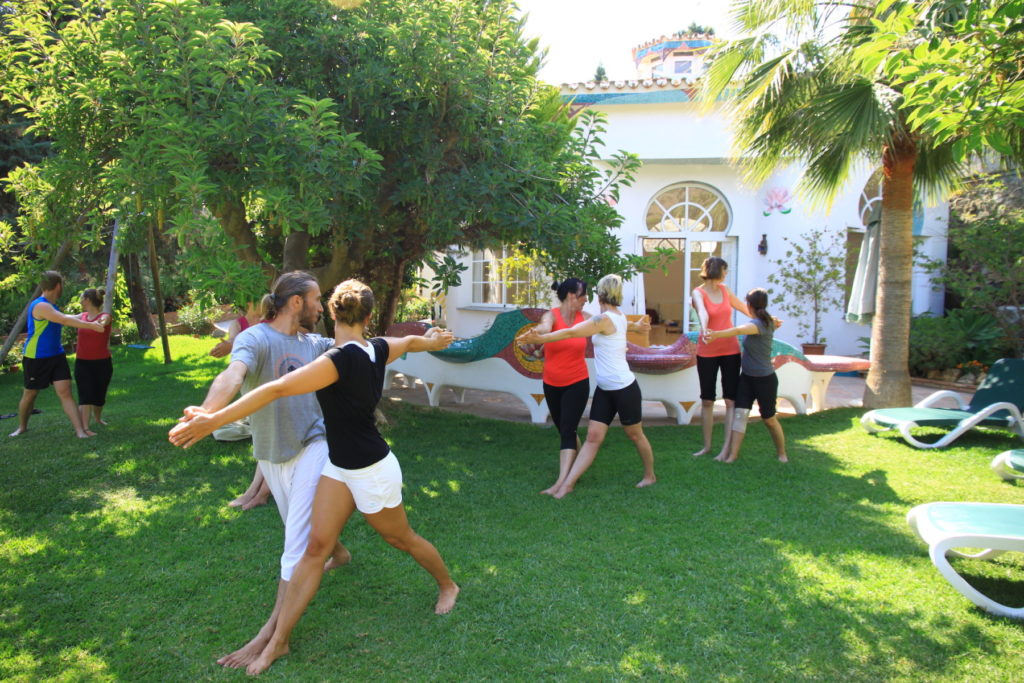 Partneryoga beim Yogaurlaub auf der Casa el Morisco