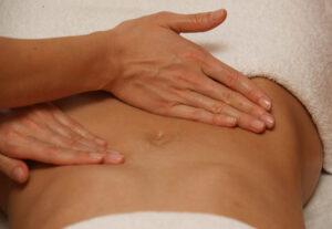 Massage Bauch im Satya Yoga Zentrum in Besse
